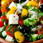 Греческий салат с творожным сыром